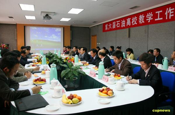 徐春明副校长向代表们介绍了我校本科教学发展的现状,我校在教学质量